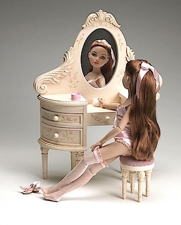 Под заказ Дизайнерская мебель Тоннер - туалетный столик с пуфиком Tonner Wilde Rose Vanity & Stool, натур. дерево, новый, NFBR