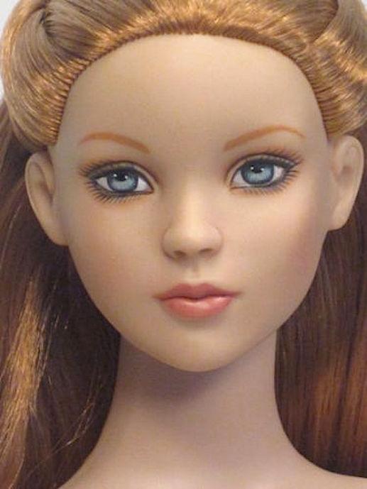 В пути Кукла Tonner Strawberry Blonde Cinderella Basic Exclusive 2007/ Тоннер Золушка Эксклюзивное издание, клубничный блонд, NFBR - абсолютно новая